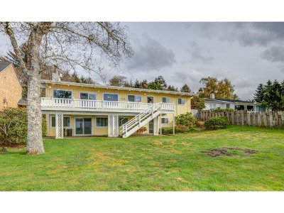 Lincoln City Single Family Home For Sale: 3577 NE 9th St