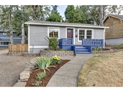 Milwaukie, Gladstone Single Family Home For Sale: 620 E Hereford St