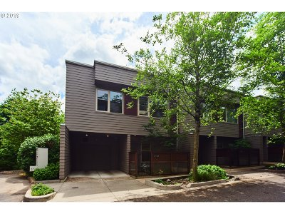 Portland Condo/Townhouse For Sale: 3102 SW Dolph Ct #B6
