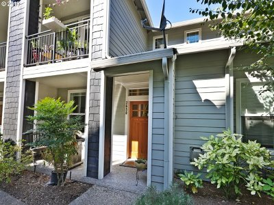 West Linn Condo/Townhouse For Sale: 3650 Summerlinn Dr