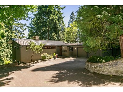 Portland Single Family Home For Sale: 290 SW Birdshill Rd