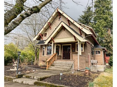 Portland Single Family Home For Sale: 5405 NE Sacramento St