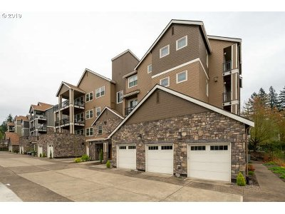 Happy Valley Condo/Townhouse For Sale: 11752 SE Crested Eagle Ln