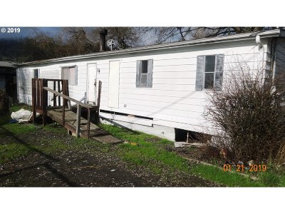 Roseburg Single Family Home For Sale: 3724 NW Joseph St