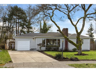 Gladstone Single Family Home For Sale: 1440 Manor Dr
