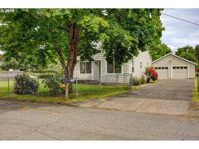 Portland Single Family Home For Sale: 2326 SE 152nd Ave