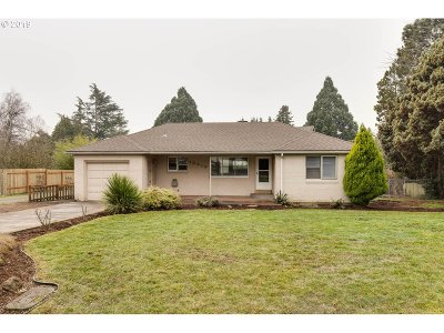 Milwaukie Single Family Home For Sale: 15419 SE Meadowlark Ln