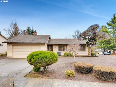 Beaverton Single Family Home For Sale: 8980 SW Sheridan Ct