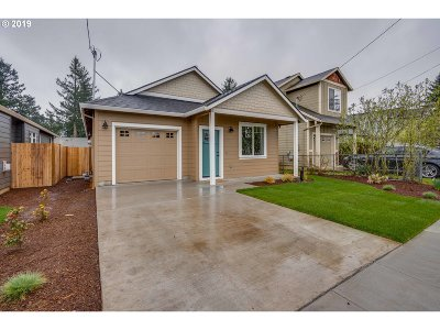 Single Family Home For Sale: 11736 SE Alder St