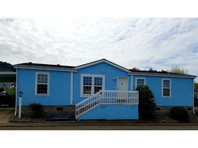 Roseburg Single Family Home For Sale: 202 W Riverridge Ave