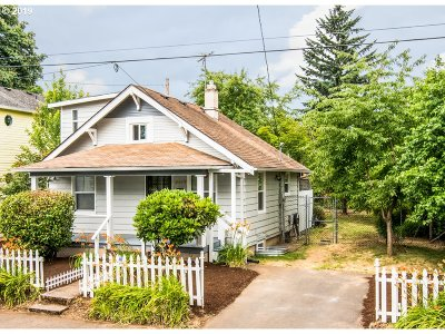 Portland Single Family Home For Sale: 5017 SE 62nd Ave
