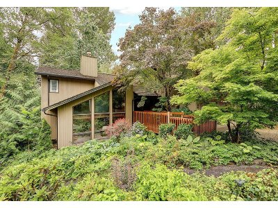 Lake Oswego Single Family Home For Sale: 1590 Country Club Rd