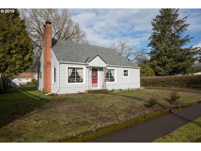 Portland Single Family Home For Sale: 5227 SE 67th Ave
