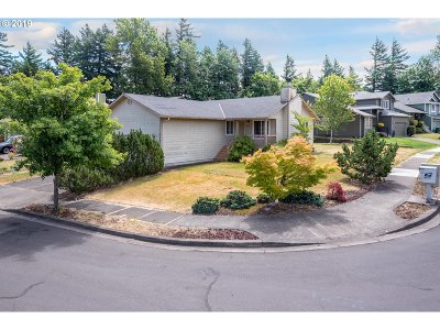 Troutdale Single Family Home For Sale: 864 SE 10th Cir