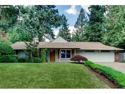 Lake Oswego Single Family Home For Sale: 6315 SW Dawn St