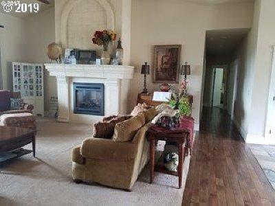Roseburg Single Family Home For Sale: 1330 Brozio Rd