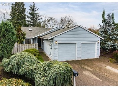 Milwaukie Multi Family Home For Sale: 3226 SE Llewellyn St