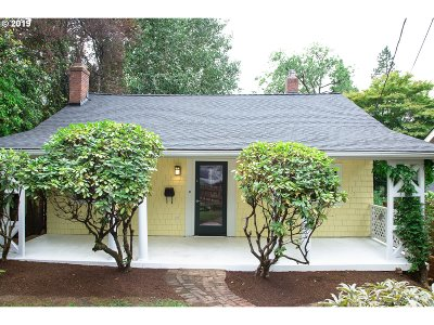 Portland Single Family Home For Sale: 2799 SW Roswell Ave