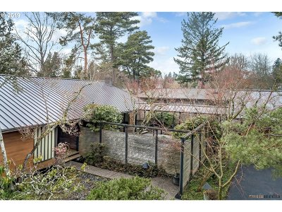 Portland Single Family Home For Sale: 2500 SW Timberline Dr