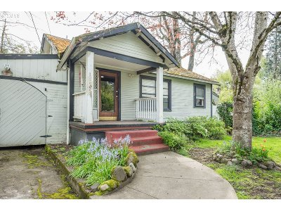 Milwaukie, Gladstone Single Family Home For Sale: 11926 SE 20th Ave
