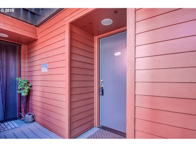Portland Condo/Townhouse For Sale: 720 NW Naito Pkwy #D12