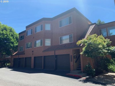 Lake Oswego Condo/Townhouse For Sale: 17 Oswego Smt