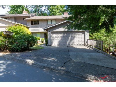 Lake Oswego Single Family Home For Sale: 5 Bloch Ter