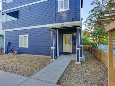 Portland Single Family Home For Sale: 4034 SE 52nd Ave
