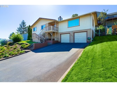 Roseburg Single Family Home For Sale: 2045 NW Sunberry Dr