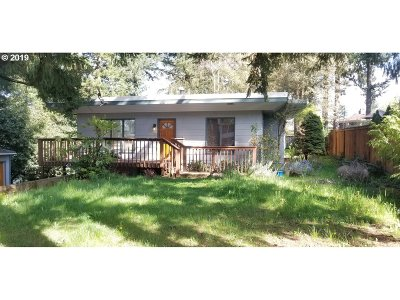 Milwaukie Single Family Home For Sale: 17195 SE Valley View Rd