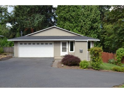 Milwaukie Single Family Home For Sale: 12661 SE Oatfield Rd