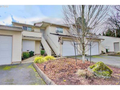 Condo/Townhouse Sold: 510 SE 157th Ave #35
