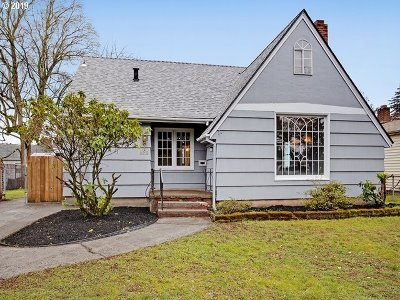 Portland Single Family Home For Sale: 8012 SE Woodstock Blvd
