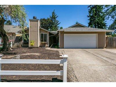 Hillsboro Single Family Home For Sale: 2459 NE Hyde St