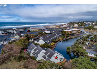 Lincoln City Condo/Townhouse For Sale: 180 SE Hwy 101 #20