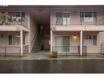 Condo/Townhouse For Sale: 2032 NE Clackamas St
