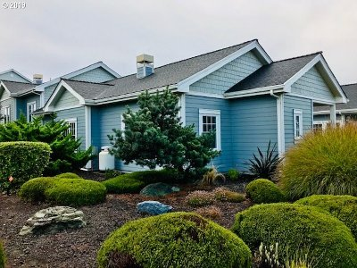 Bandon Single Family Home For Sale: 1398 SW Village Loop