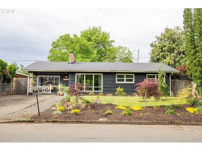 Portland Single Family Home For Sale: 16513 SE Tibbetts St