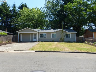 Portland Single Family Home For Sale: 2220 SE 181st Ave