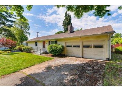 Milwaukie Single Family Home For Sale: 14409 SE Oatfield Rd