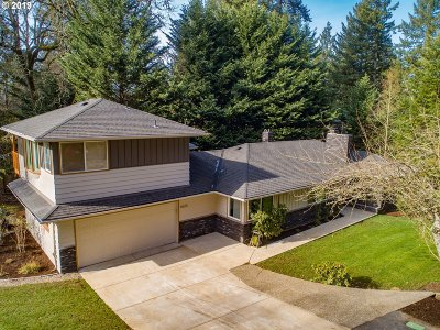 Lake Oswego Single Family Home For Sale: 16835 Fernwood Dr