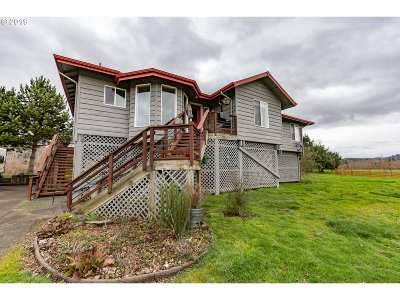 Coquille Single Family Home For Sale: 96673 Hwy 42