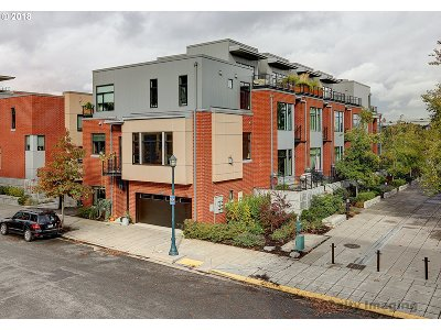 Condo/Townhouse For Sale: 1700 NW Riverscape St #78