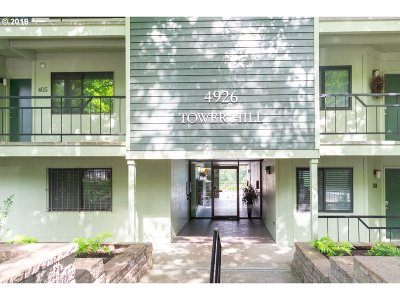 Portland Condo/Townhouse For Sale: 4926 SW Corbett Ave #405