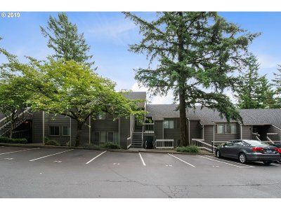 Lake Oswego Condo/Townhouse For Sale: 44 Eagle Crest Dr #23