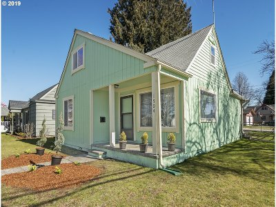 Cowlitz County Single Family Home For Sale: 1504 8th Ave