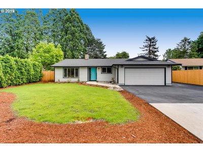 Oregon City Single Family Home For Sale: 18690 Roundtree Dr