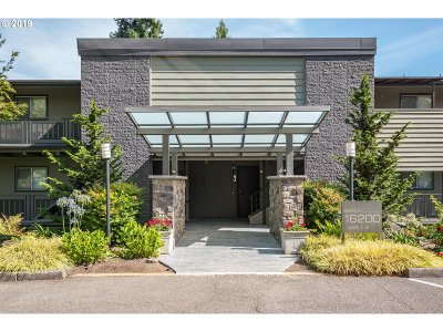 Lake Oswego Condo/Townhouse For Sale: 16200 Pacific Hwy #9