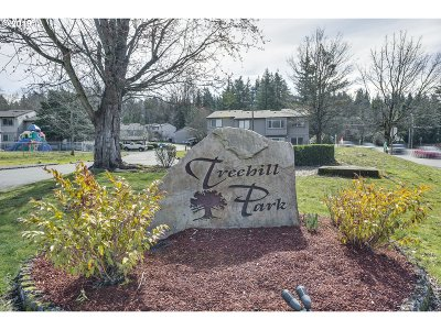 Wood Village Condo/Townhouse For Sale: 23966 NE Treehill Dr
