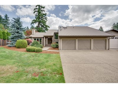Clackamas Single Family Home For Sale: 14740 SE Island Woods Ct